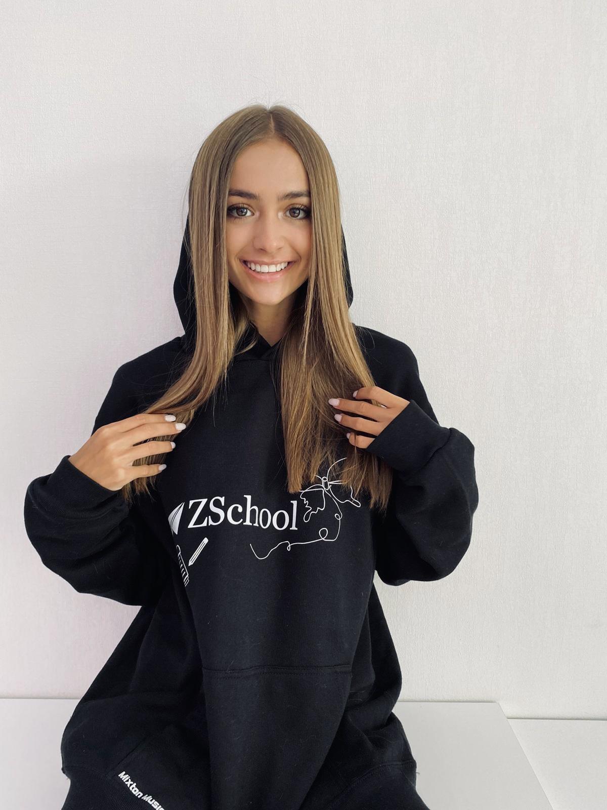 Hanorac Negru Z School cu Efect Magic la Blitz